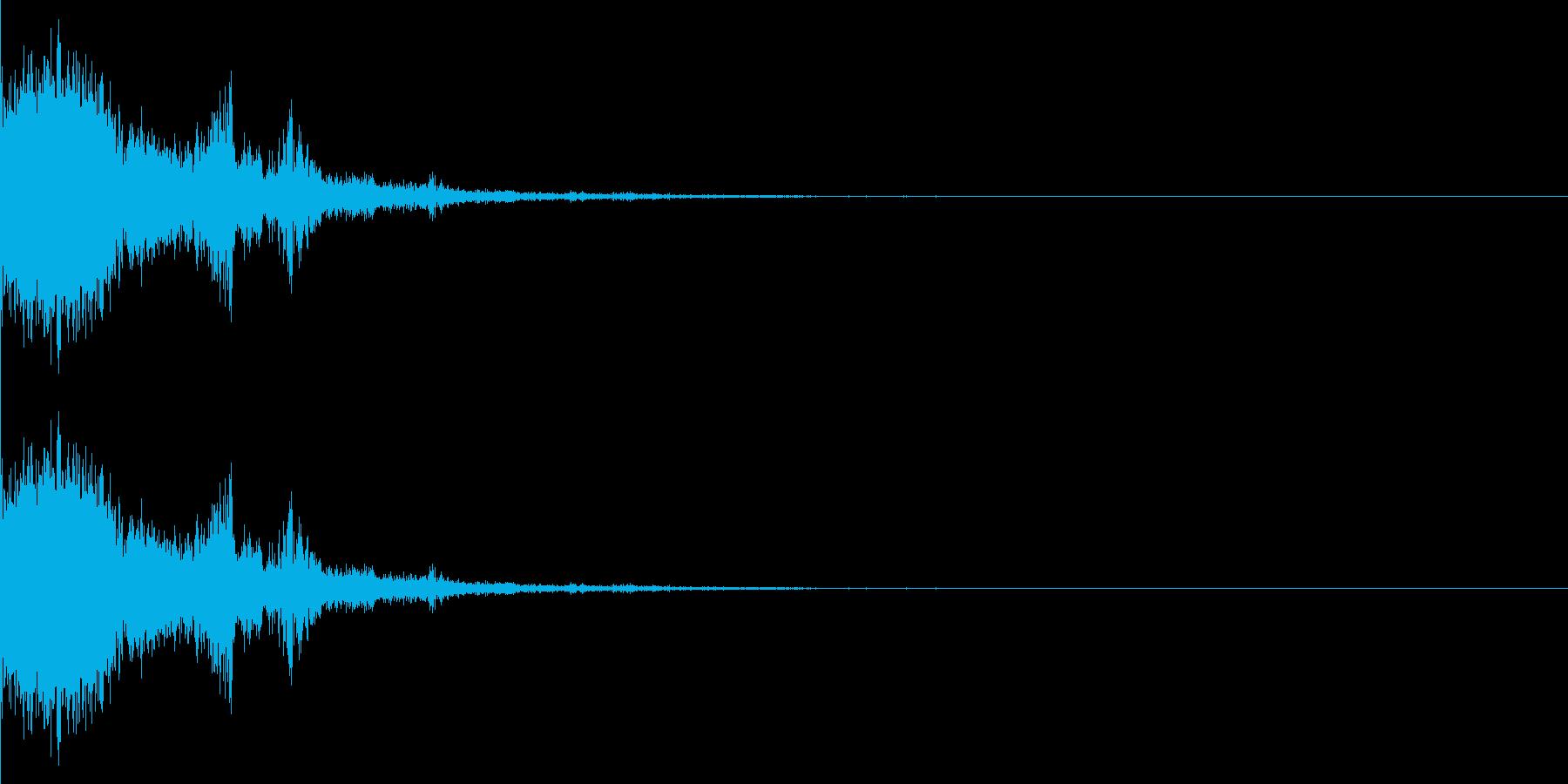 氷やガラスなどが弾けるイメージ。どちら…の再生済みの波形