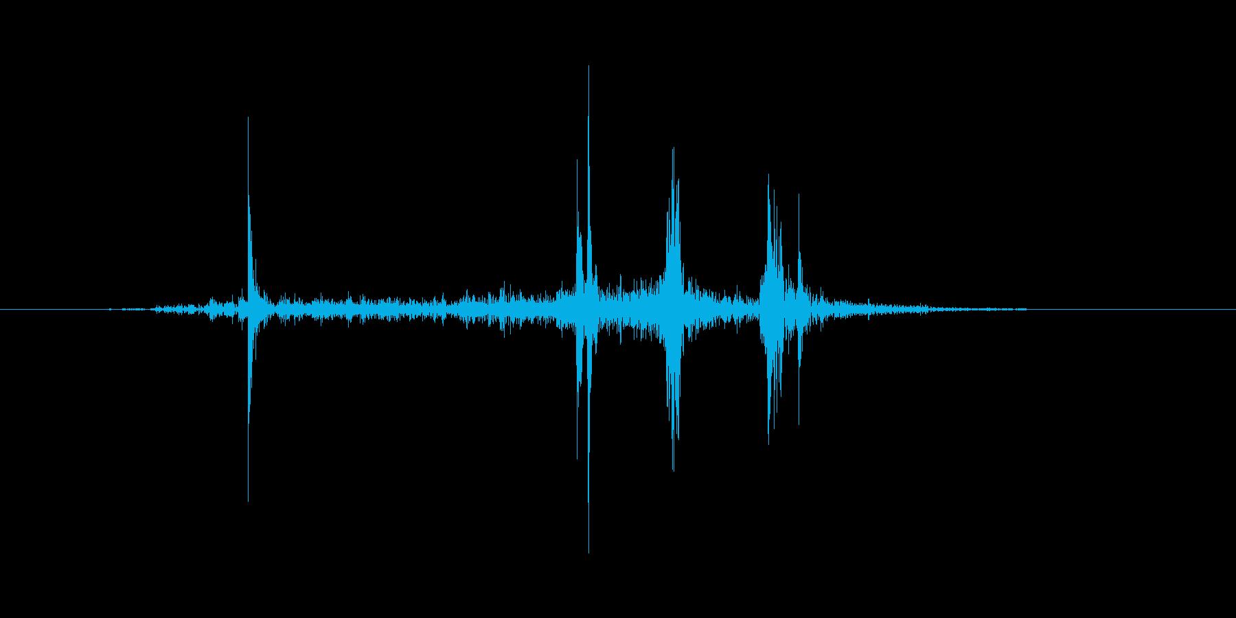 防具を装備するような音の再生済みの波形