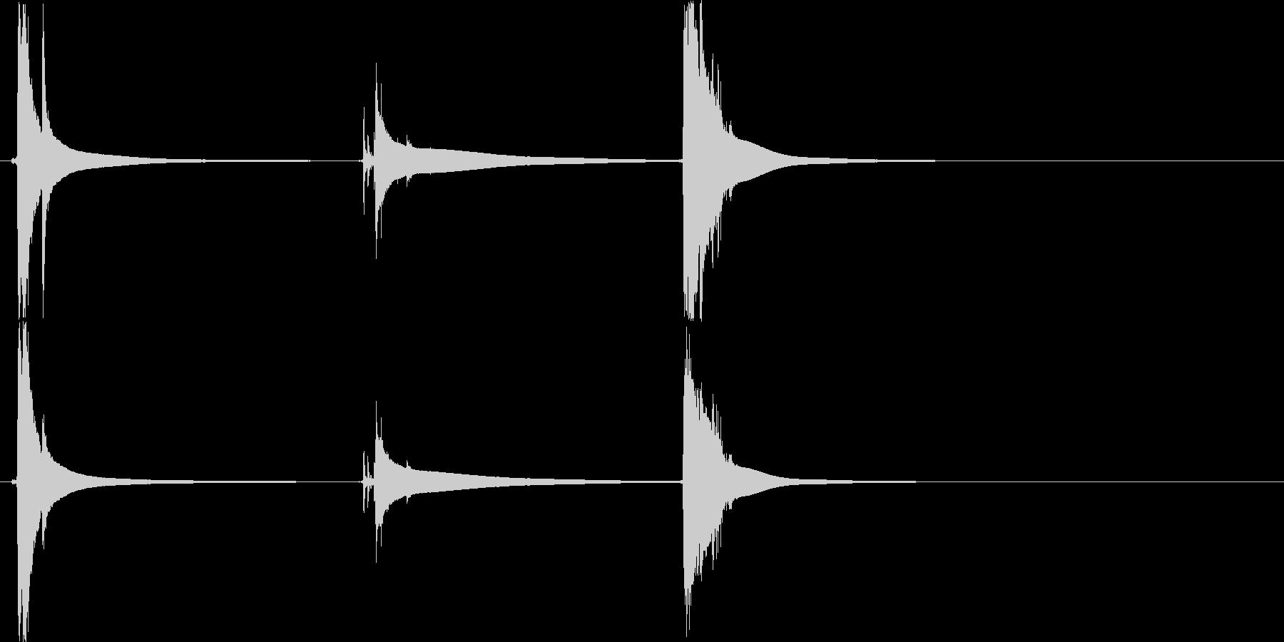 カラーンコロ(クリスタルグラスに氷)の未再生の波形