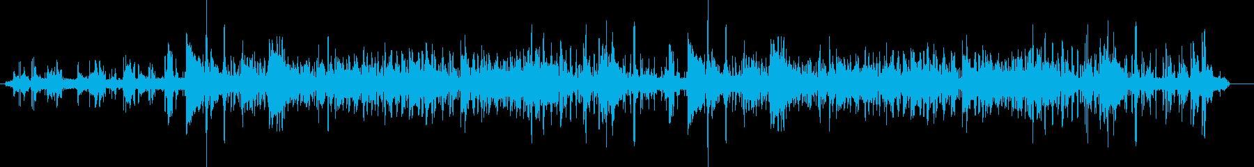 バックグラウンドでコオロギ/犬の鳴...の再生済みの波形
