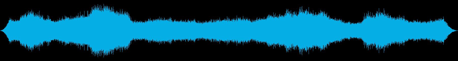 木々の間の重海風の再生済みの波形