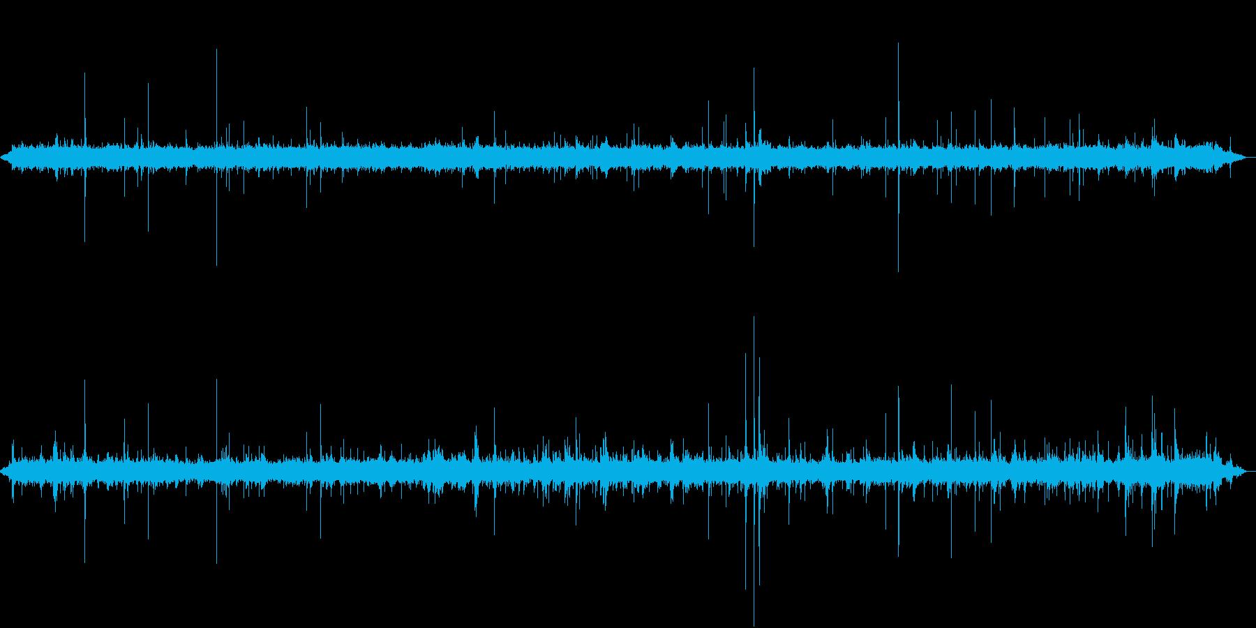 【生録音】軒下で聴く幻想的な雨の音 3の再生済みの波形