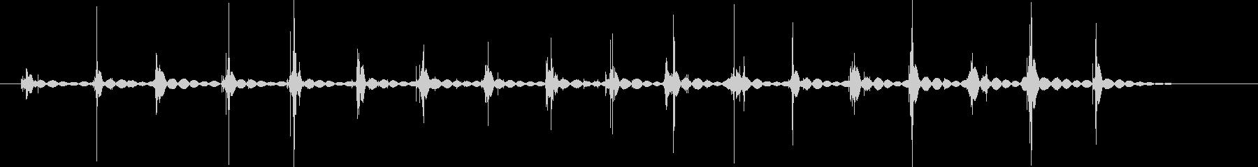 ピーナッツの殻を叩き潰す音(18回)の未再生の波形