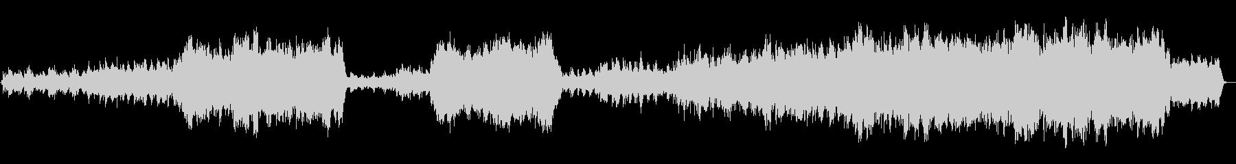 ピアノとオーケストの感動的なバラードの未再生の波形