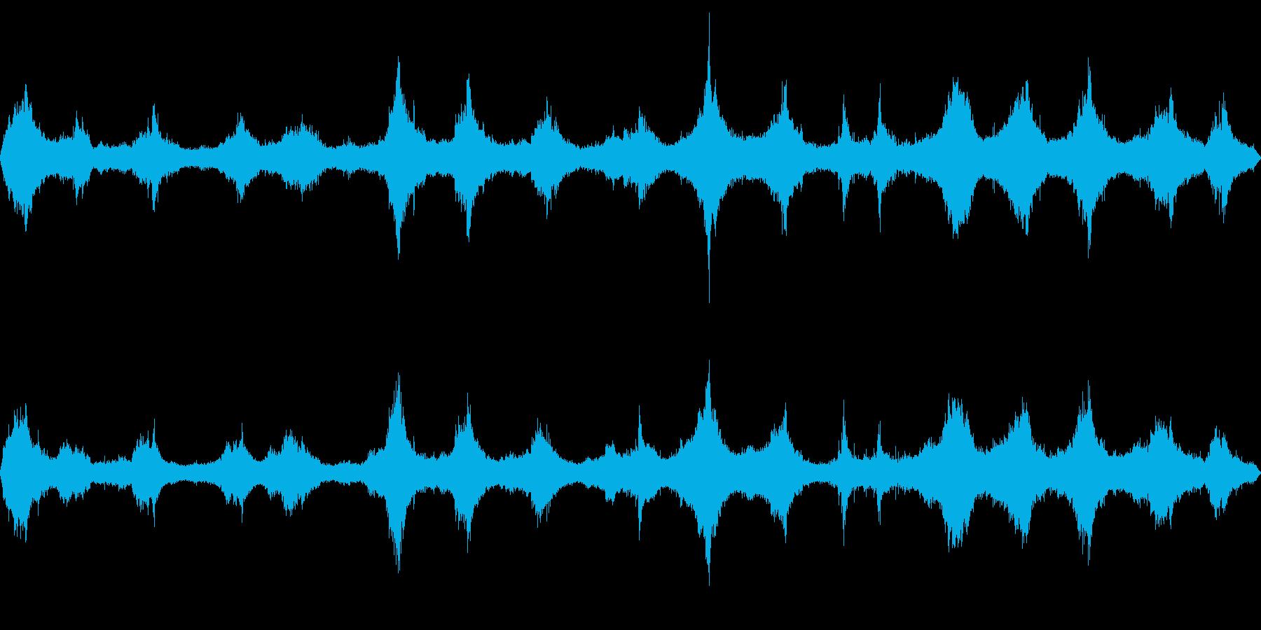 岩場に打ち付ける荒波(嵐の日)の再生済みの波形