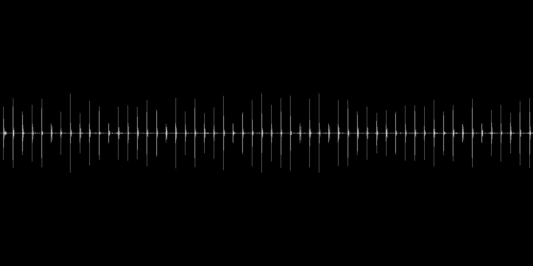 スニーカーで砂利道をゆっくり歩く音の未再生の波形