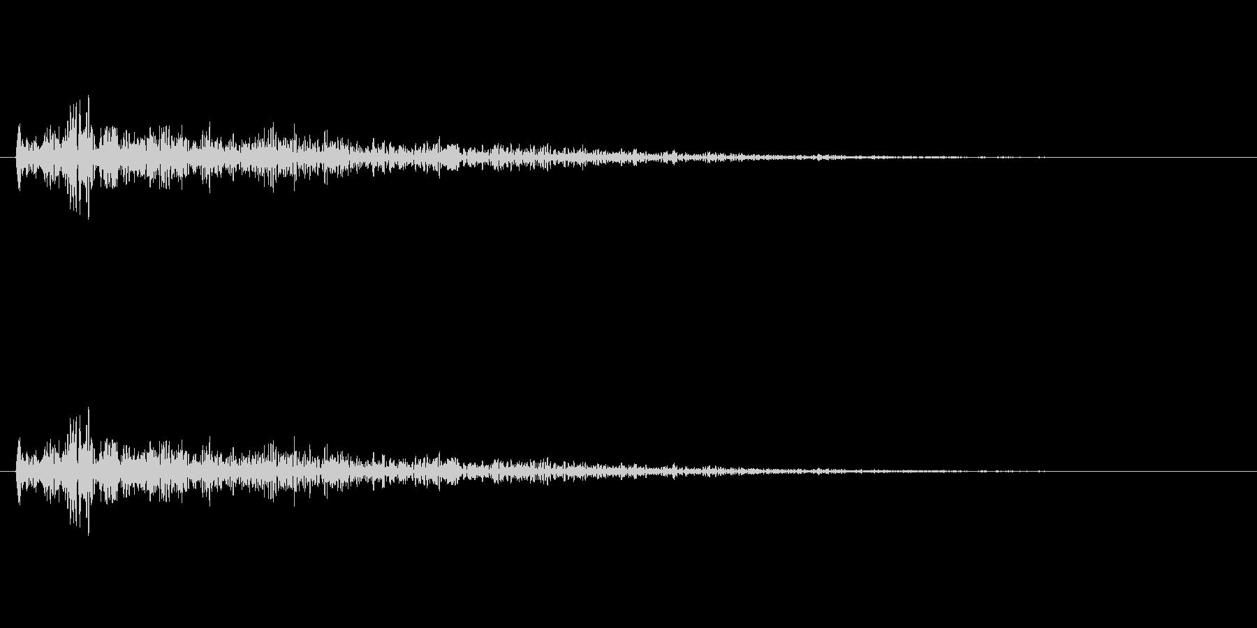 ドアの閉まる音(残響音)の未再生の波形