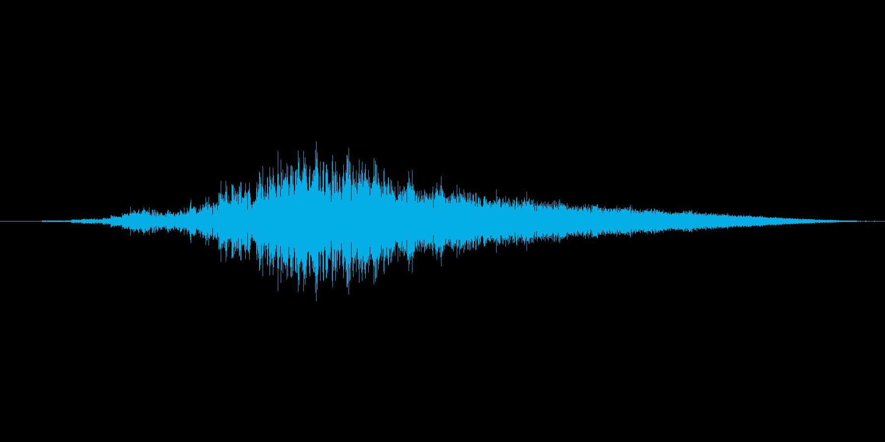 銅鑼を連打して大きくしていく音(短め)の再生済みの波形