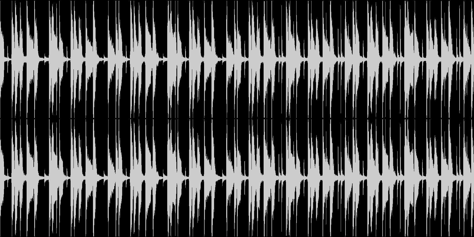忍び寄るようなコミカルで怪しい曲の未再生の波形