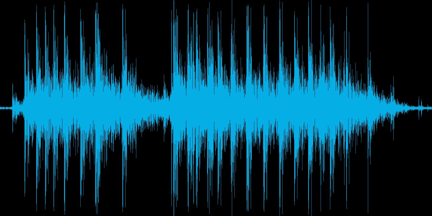 ギギィ。床・廊下などが軋む音の再生済みの波形