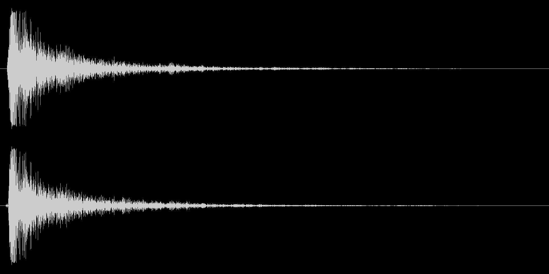 バシッ(強烈なビンタをする音)の未再生の波形