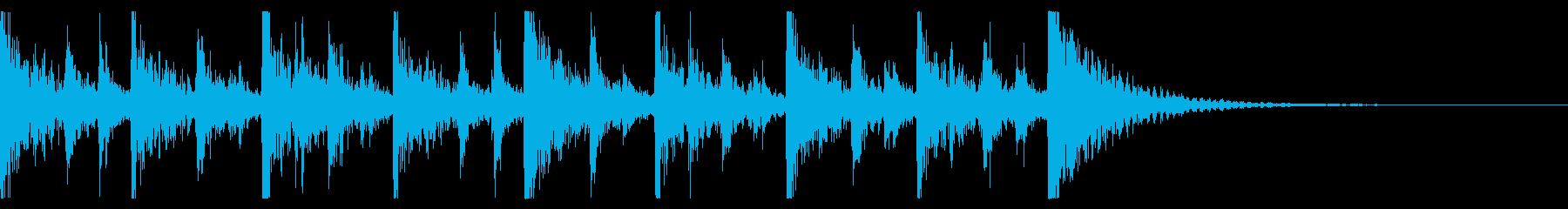 ドカドカと賑やかな打楽器のアンサンブルの再生済みの波形