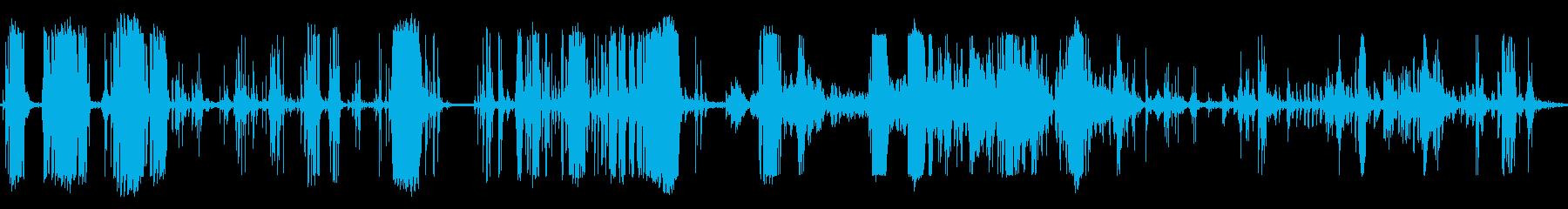 きしむ音を立てる金属アルミニウムの再生済みの波形