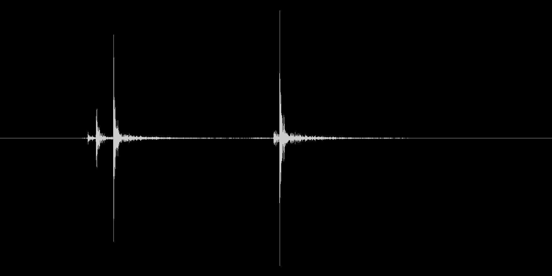 スイッチ。「カチッ」の未再生の波形