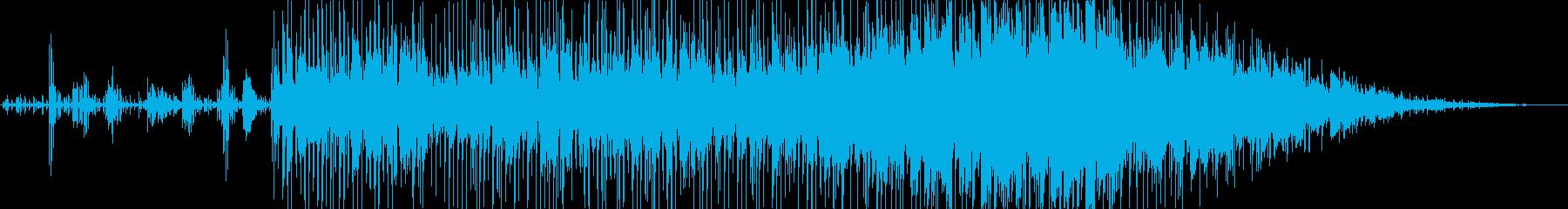 アーバン、パワフル、反復的。コード...の再生済みの波形