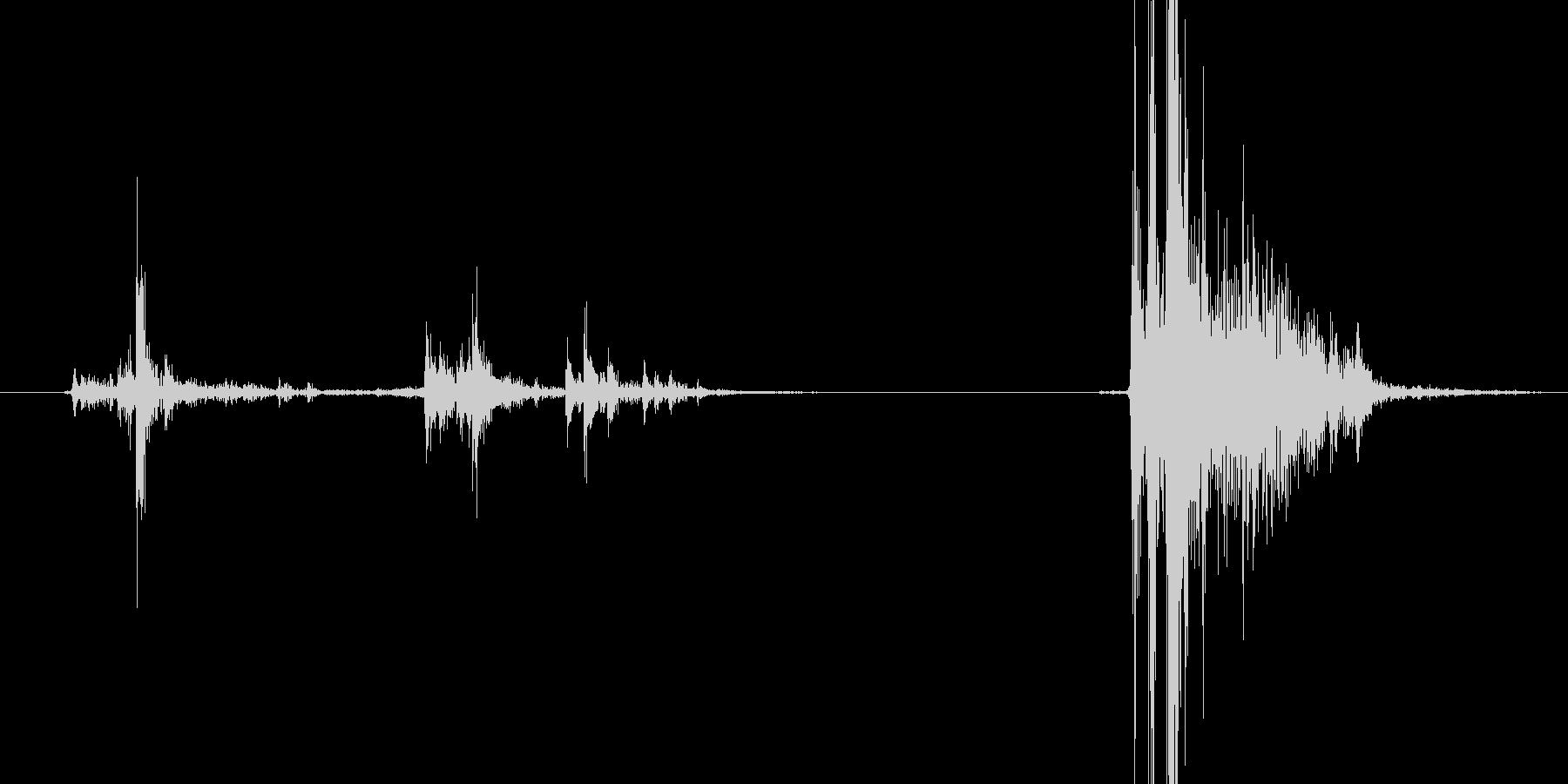 マガジン挿入の挿入音の未再生の波形