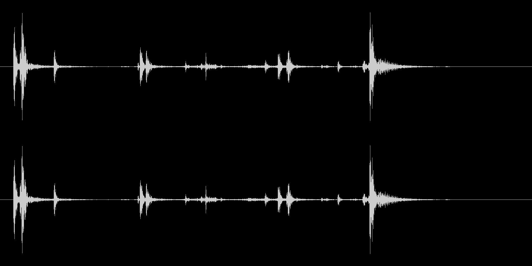 ガシャッ (銃器リロード音.03)の未再生の波形