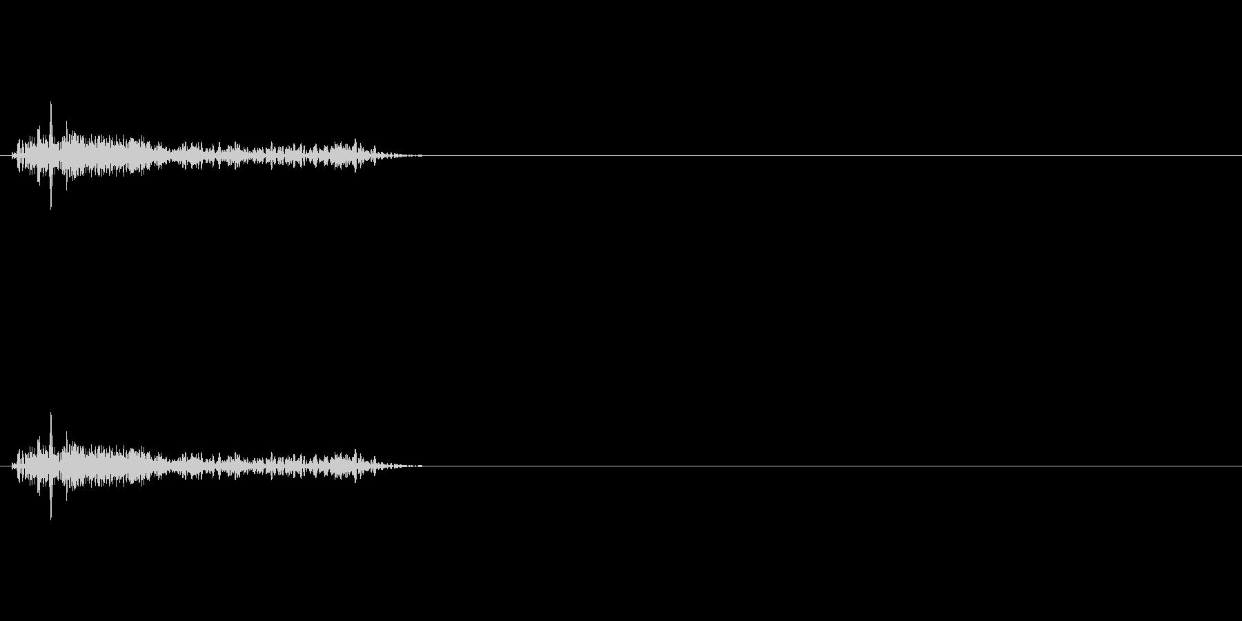 ズドーン!という大砲などの重い打撃音の未再生の波形