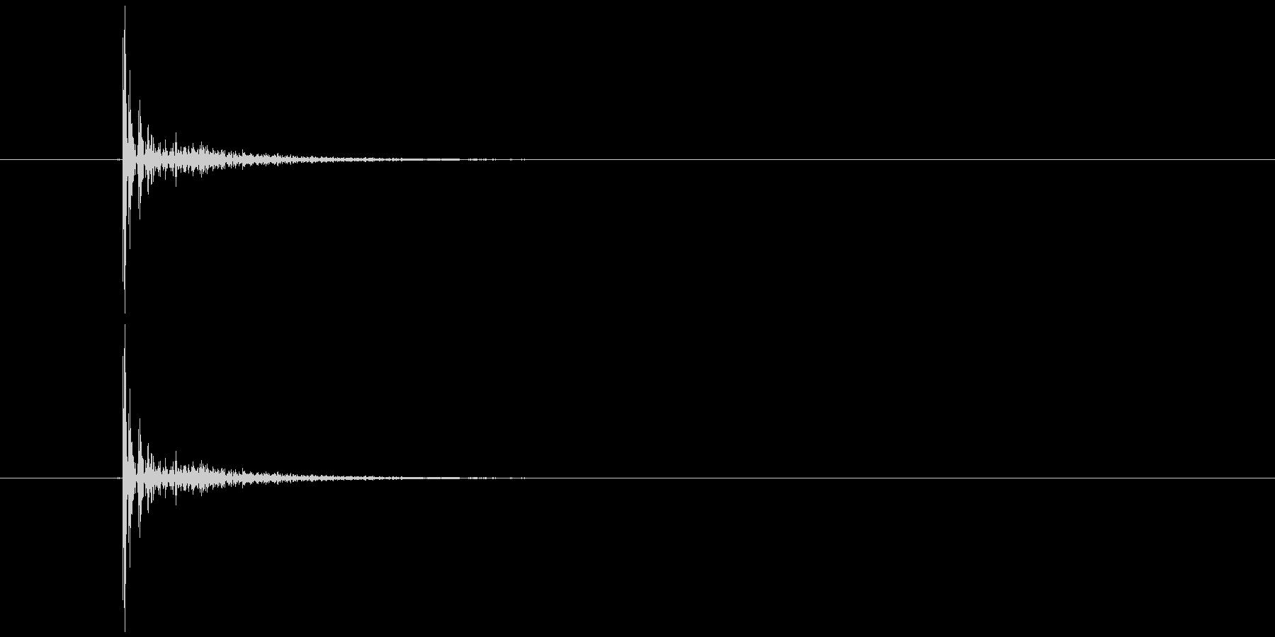 カチっという鉄球のぶつかる音(ループ)の未再生の波形