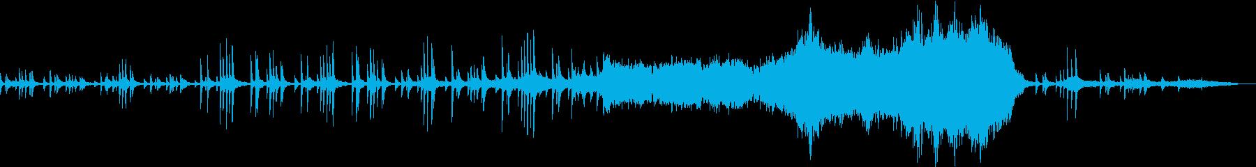 ピアノとオーケストラの感動的なバラードの再生済みの波形
