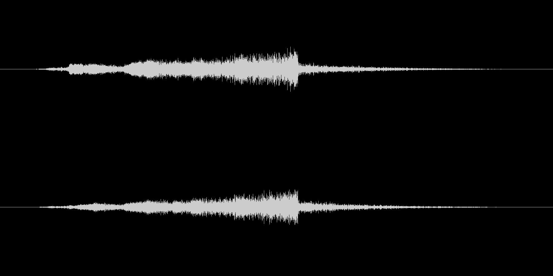 「フューン」と迫るスペーシーな効果音の未再生の波形