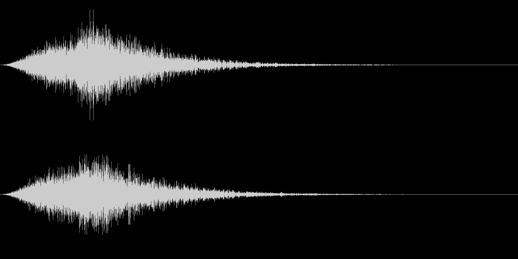 ゴーストが側を通り抜けるような音の未再生の波形