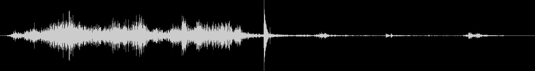 机の上のカギを急いで持っていく音の未再生の波形