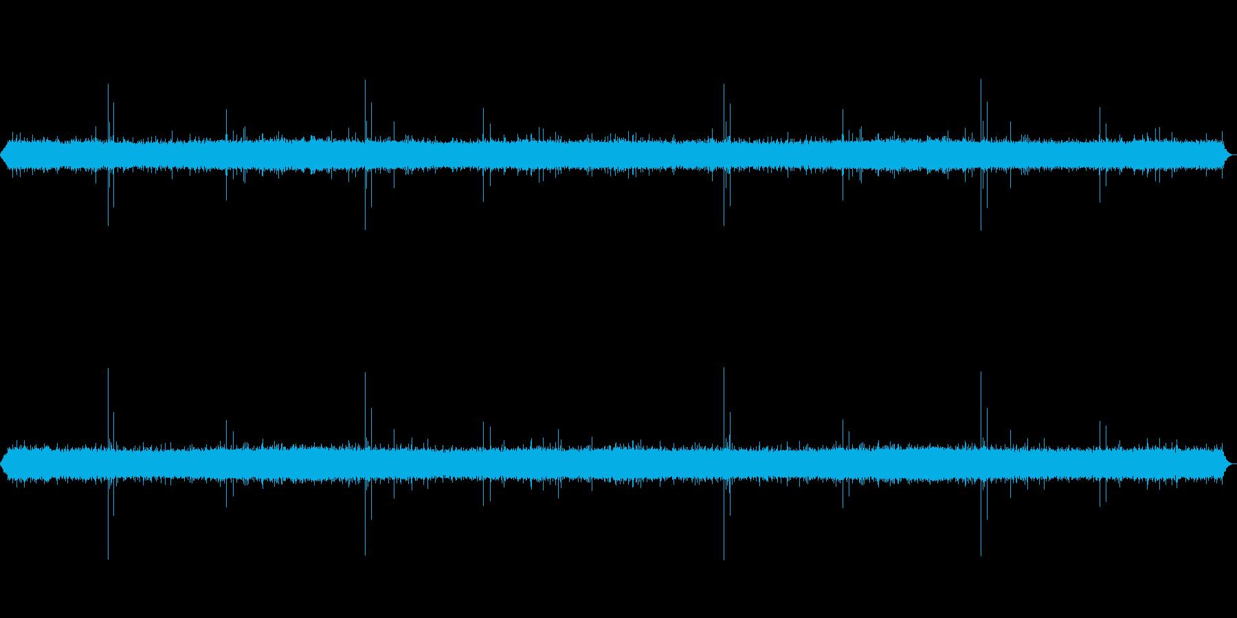 雨の音(少し強め)(ザー、ピチャピチャ)の再生済みの波形