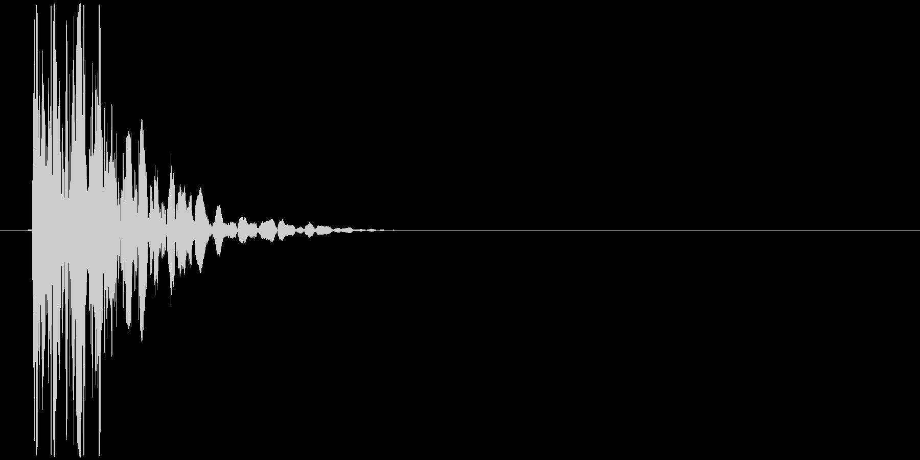 パンチ、どつく時などの打撃音の未再生の波形