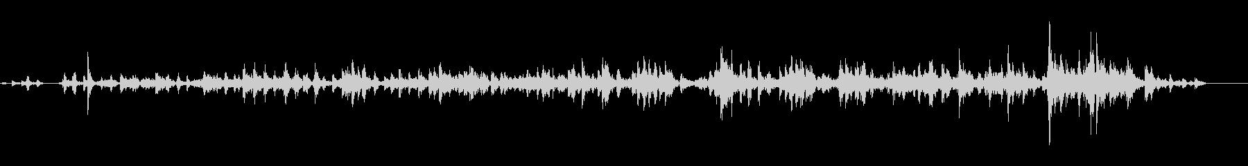 机が地震で揺れる音の未再生の波形
