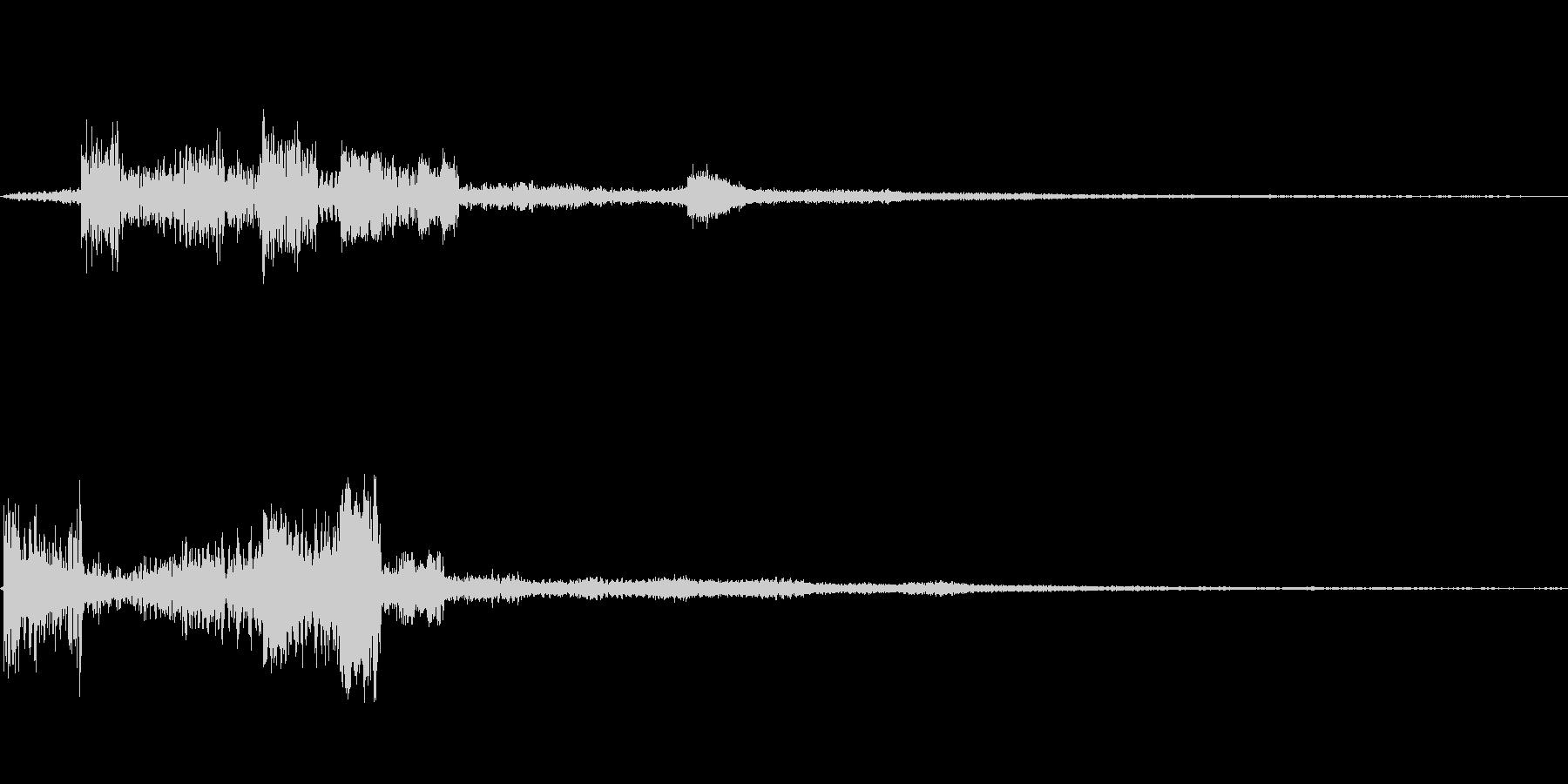 多彩に響くノイズ効果音の未再生の波形