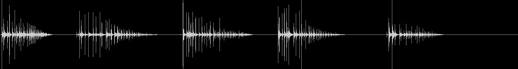 空っぽのペットボトルを落とした時の音ですの未再生の波形