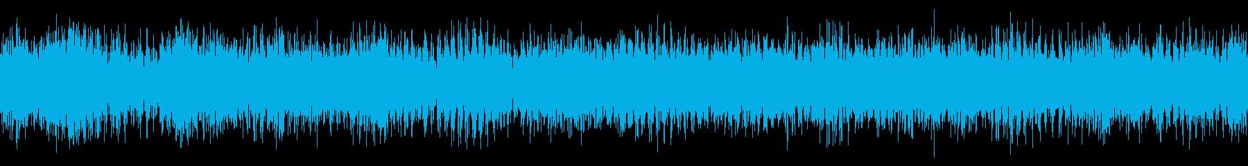 小型クルーズ船の停泊中の音の再生済みの波形