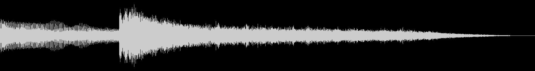 ヘビーピアノが低ドローンに登場の未再生の波形
