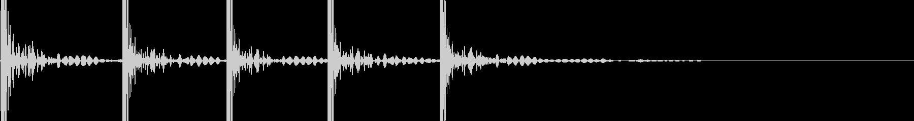 ドンドンドンドンドン (ドアを叩く音)の未再生の波形