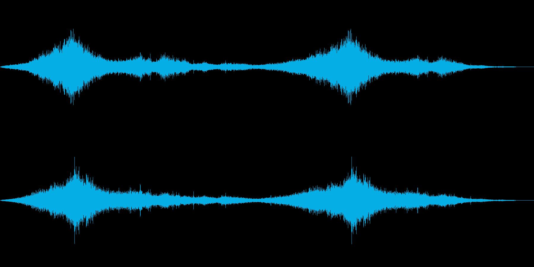 穏やかに流れる海の波の音の再生済みの波形