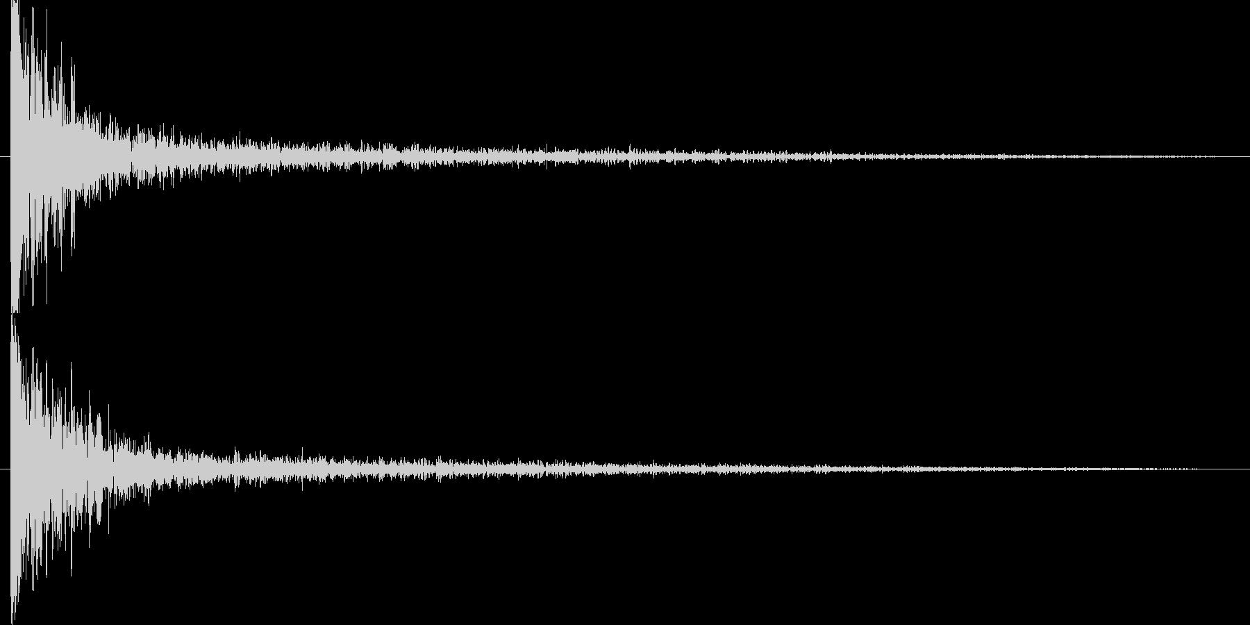 衝突音の後に破片のような余韻の未再生の波形