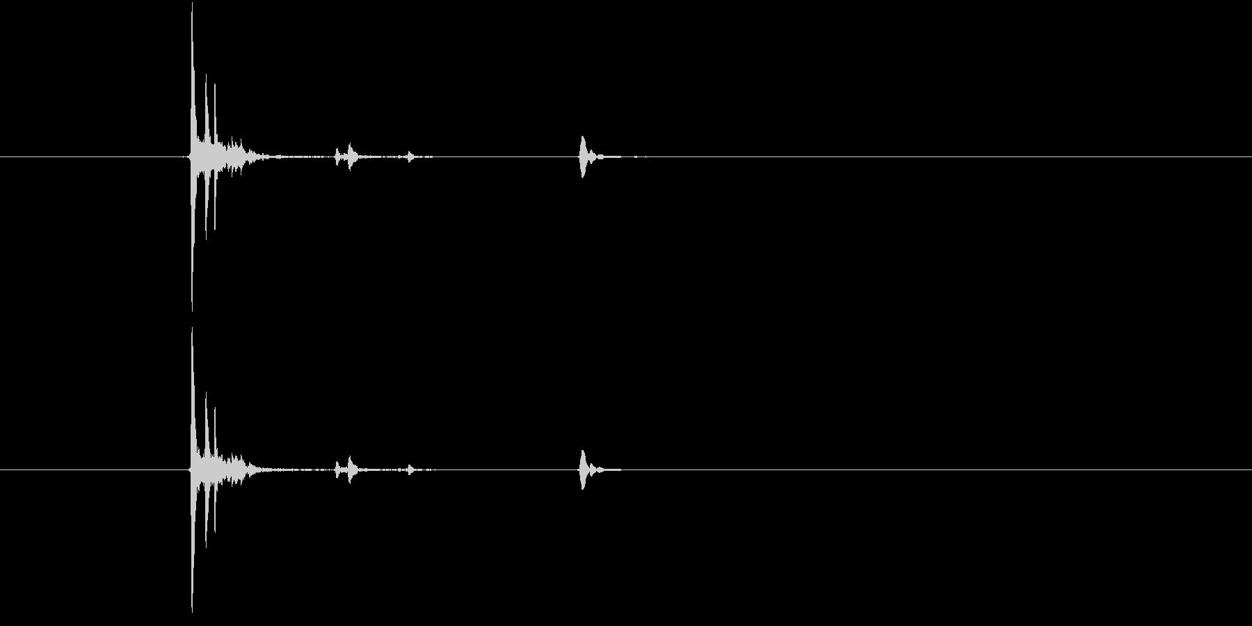 カップをソーサーに置くの未再生の波形