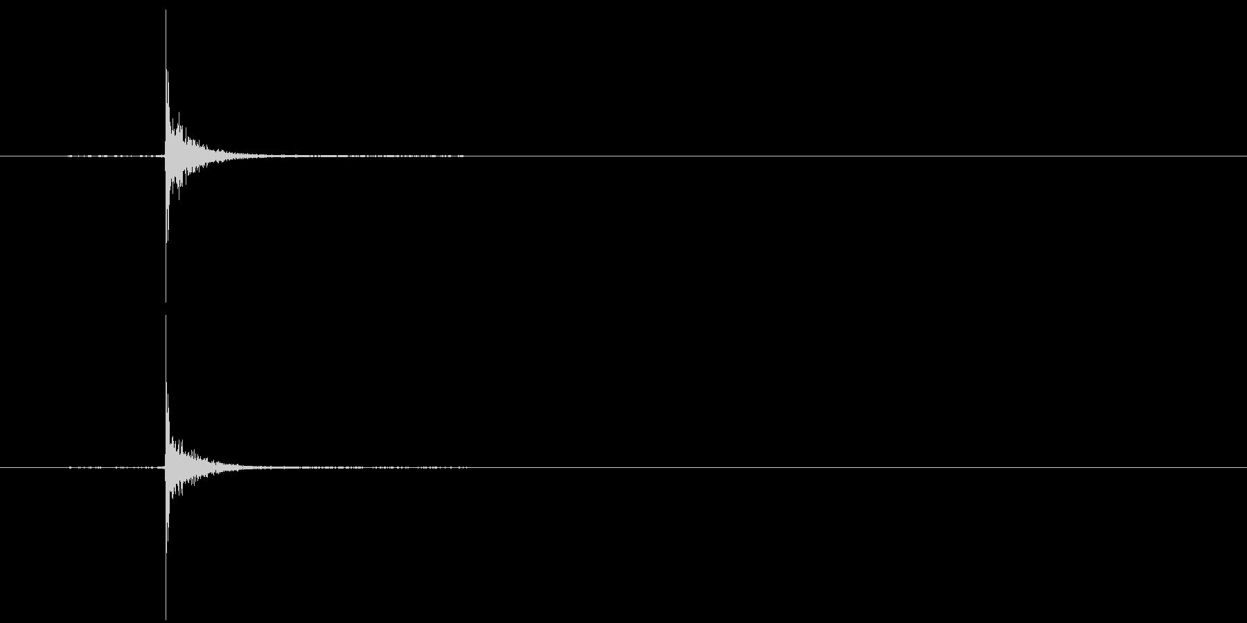 カチッ(スイッチを入れる音)の未再生の波形