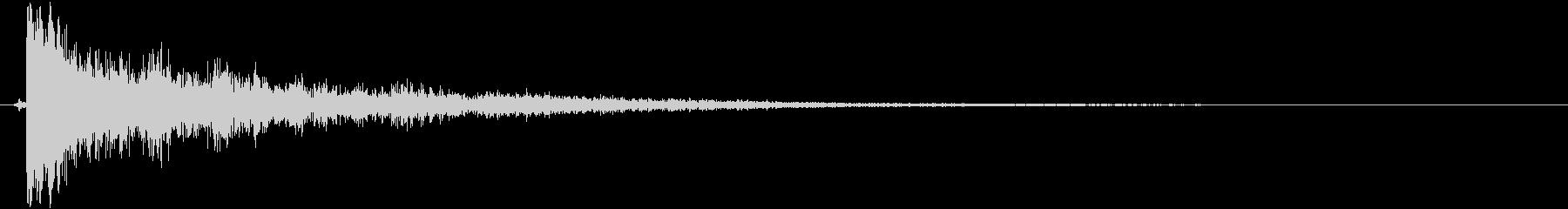 鈍く不気味な金属音(ガーン)の未再生の波形
