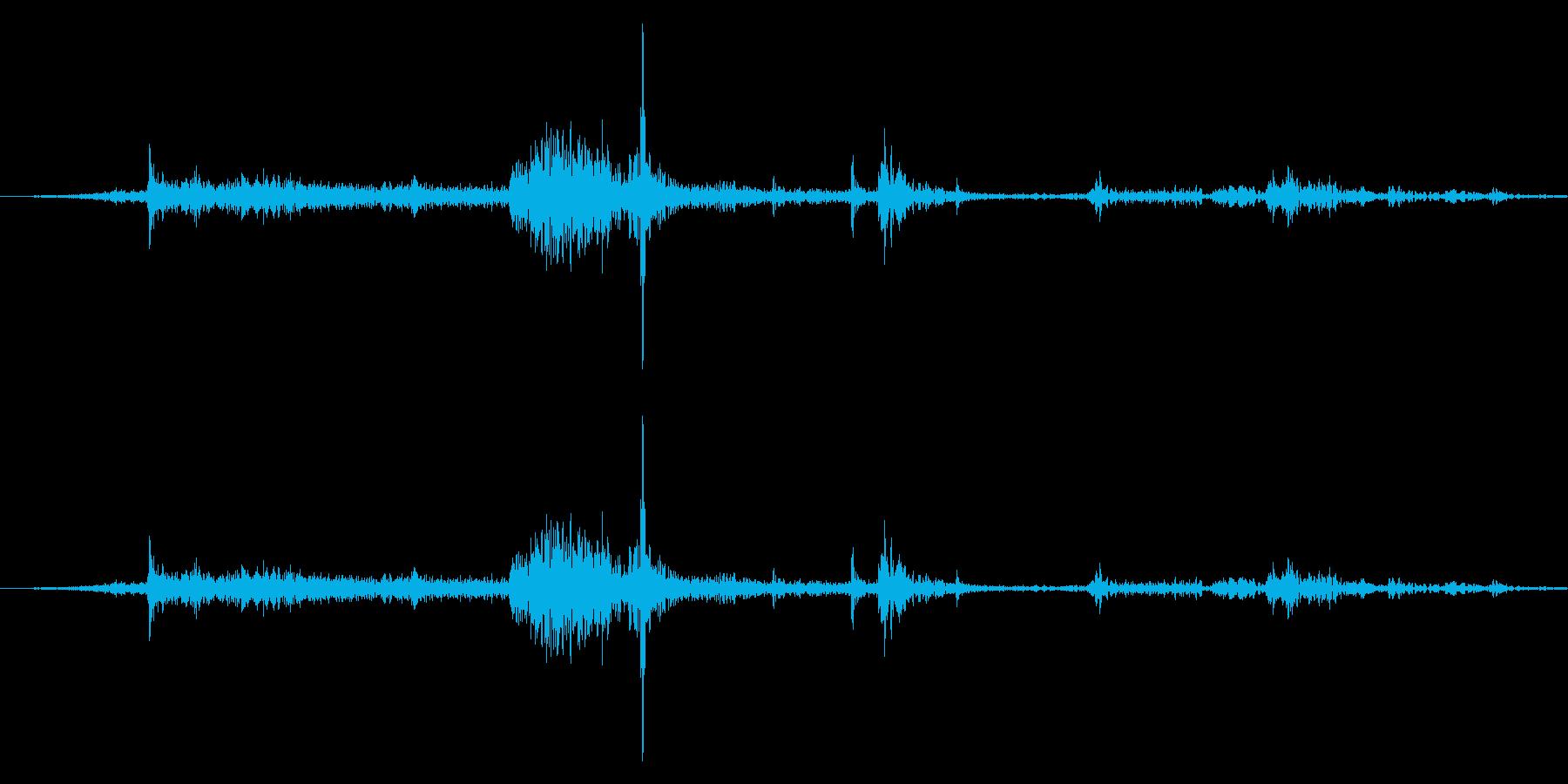 [紙]紙をめくる音の再生済みの波形