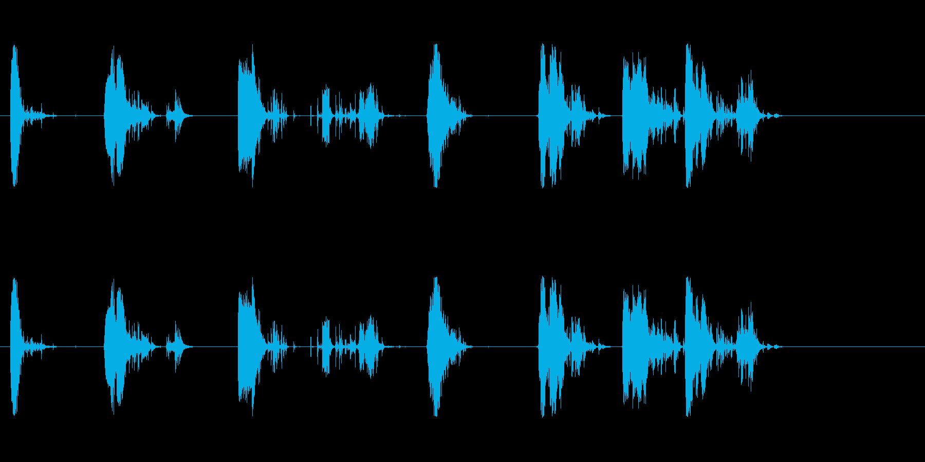 斧;木材を引き裂く複数の影響;一連...の再生済みの波形