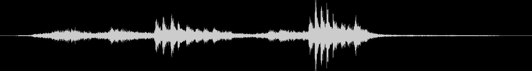 オーバーヘッドメタルブリッジ:単一...の未再生の波形