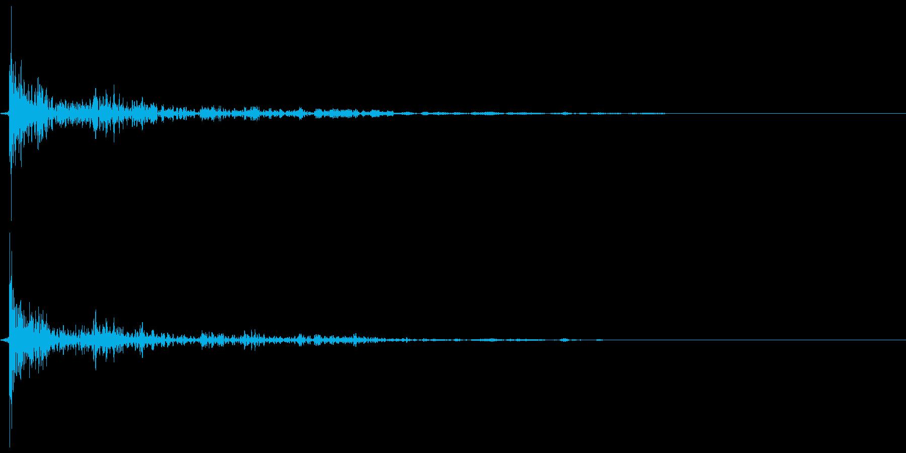 引き戸(ガラス) 閉めきり音 カタァンの再生済みの波形