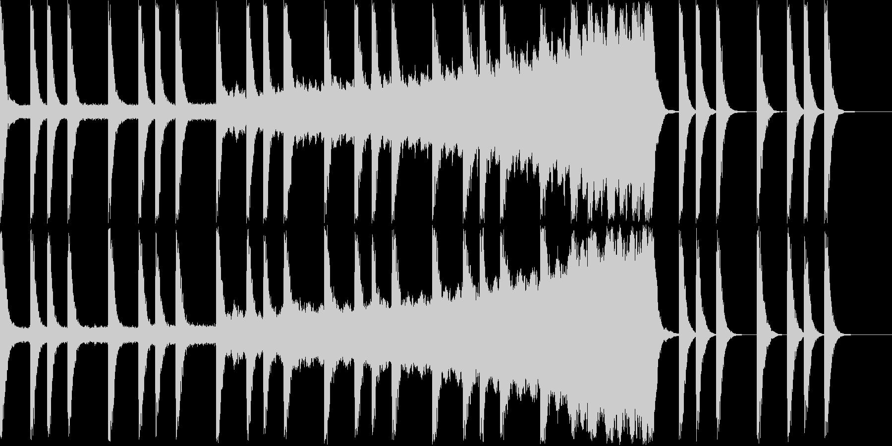 セミの鳴き声と不気味な金属音の未再生の波形