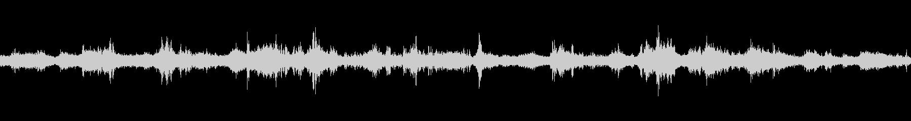 岩場に当たる波の音の未再生の波形
