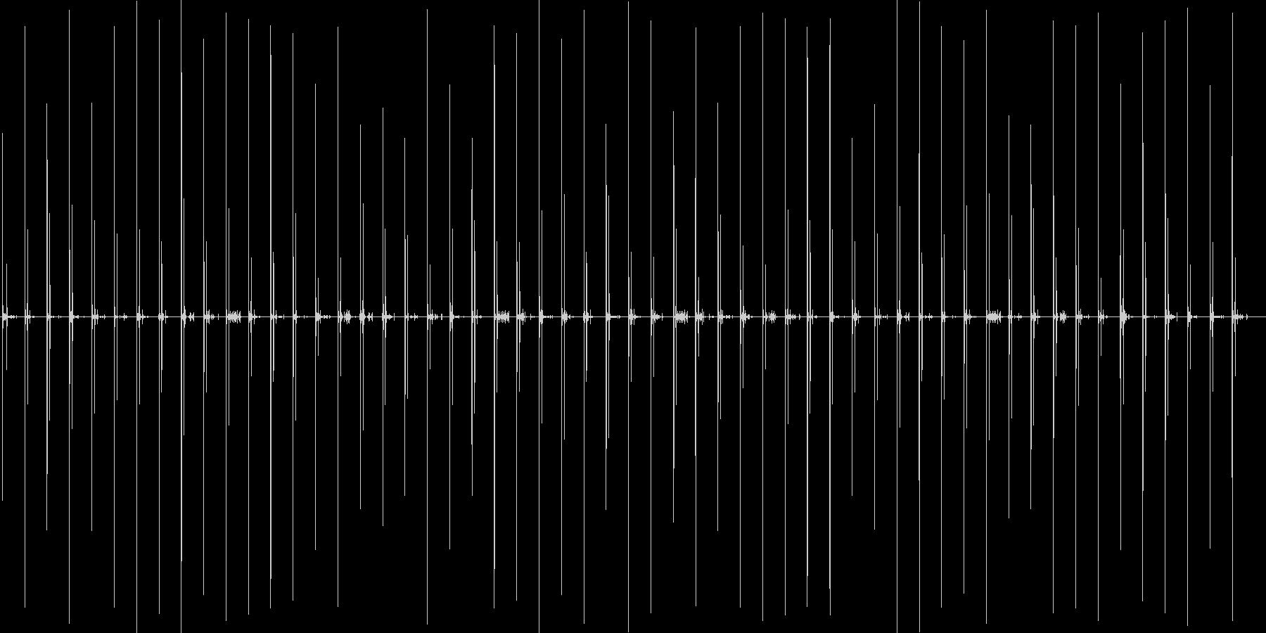 スニーカーで病院などの廊下を歩く音の未再生の波形