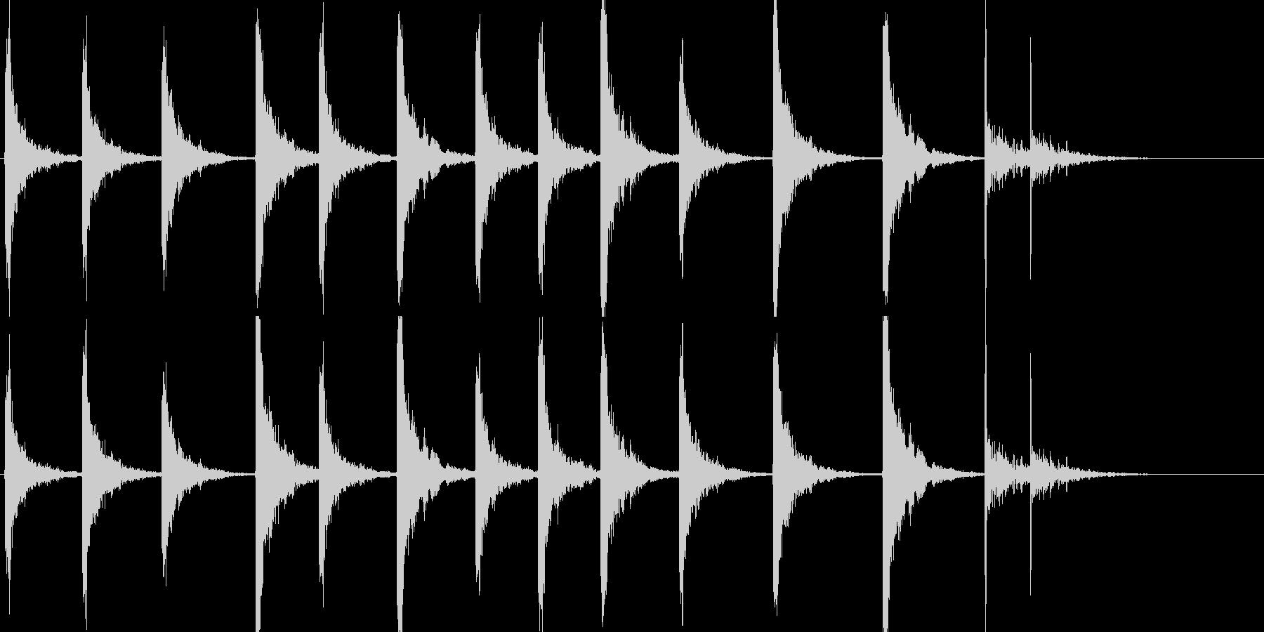 鉄のはしごを下りる音です。の未再生の波形