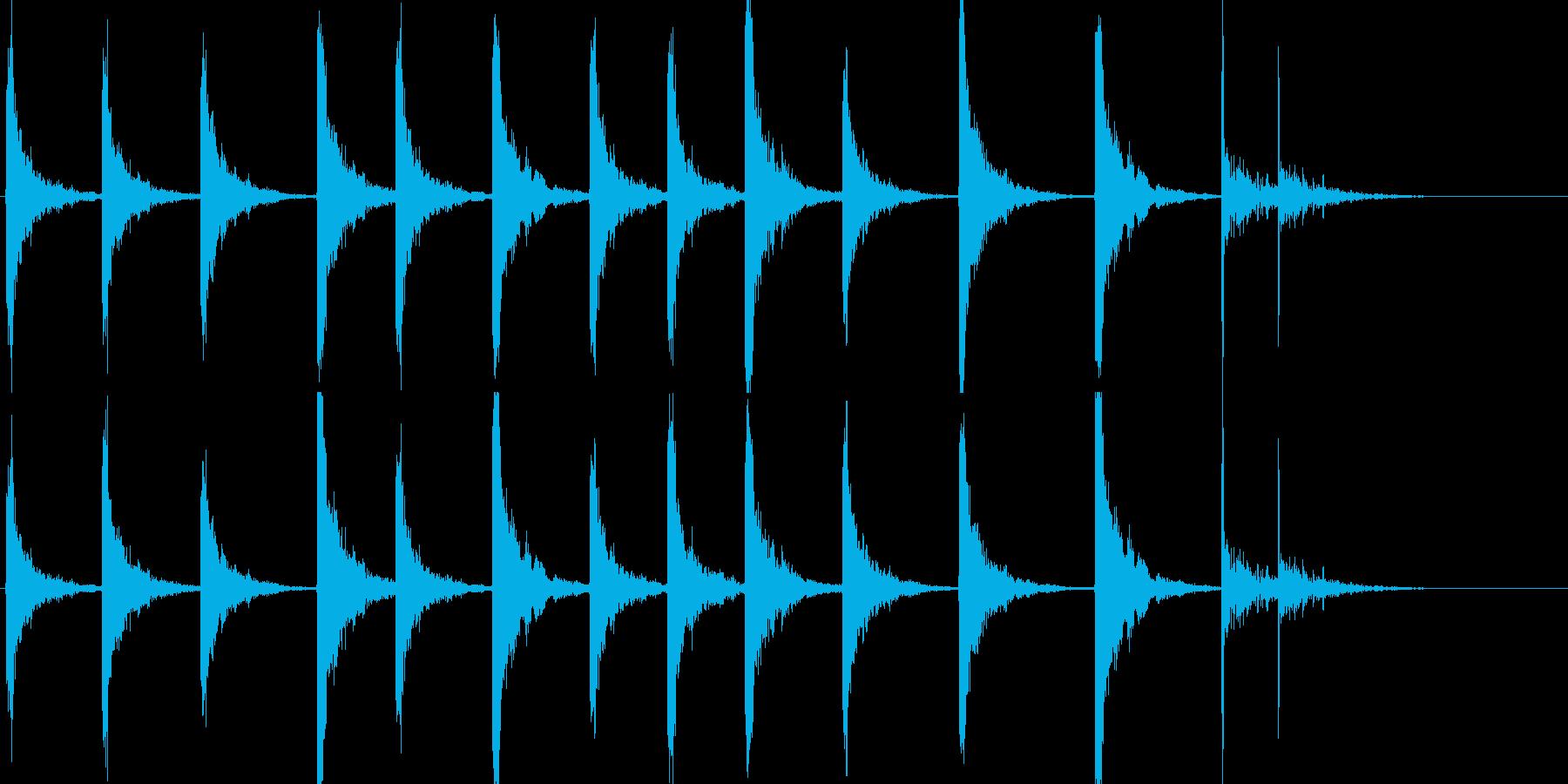 鉄のはしごを下りる音です。の再生済みの波形
