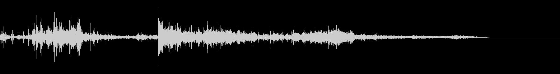 カミナリ(遠雷)-28の未再生の波形